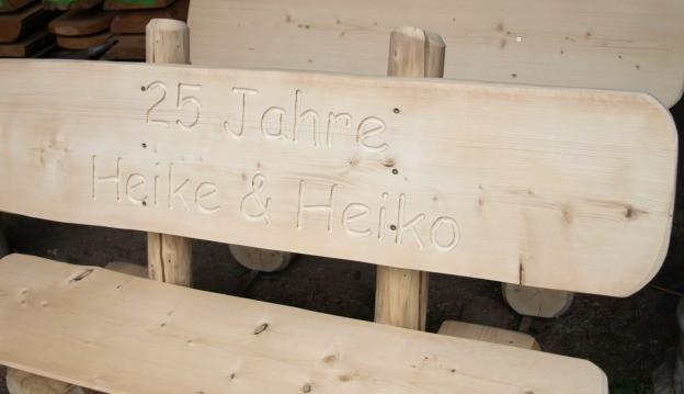 Massive Holzbank mit perfekt stil für ihr haus design ideen